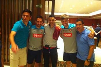 O antigo jogador de FC Porto, Sporting e Benfica foi visitar antigos companheiros e desejar sorte a Portugal.