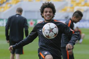 Luiz Adriano in action during their training session in Lviv, Ukraine, 29 September 2014. Shakhtar Donetsk will face FC Porto in the UEFA Champions League Group H soccer match at the Arena Lviv stadium on 30 September 2014. EPA/SERGEY DOLZHENKO