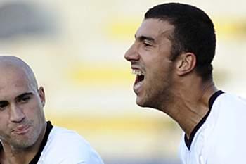 Gonçalo Abreu do Póvoa de Varzim festeja a marcação de um golo contra o Nacional da Madeira durante o jogo de futebol da Taça de Portugal, Varzim, 17 de Outubro 2009