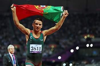 atleta paralímpico conquistou na sexta-feira mais duas medalhas de ouro no triplo salto, ao efectuar 13,29 metros, e no hetpatlo para a seleção portuguesa que compete nos Campeonatos do Mundo de atletismo INAS, que decorrem na República Checa.