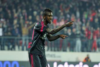 Benfica's player Anderson Talisca celebrates after score the first goal against Penafiel during the Portuguese First League soccer match held at 25 Abril stadium in Penafiel, Portugal, 04 January 2015. OCTAVIO PASSOS/LUSA