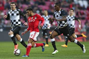 SL Benfica's player Salvio (2L) vies for the ball with Beckeles of Boavista during their Portuguese First League soccer match held at Luz Stadium in Lisbon, Portugal, 31 January 2015. MARIO CRUZ/LUSA