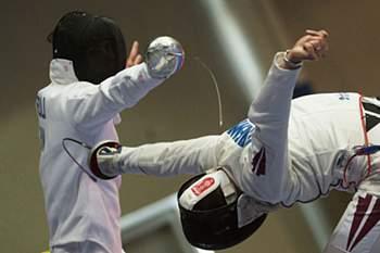 Andras Redli (E) e Mihalis Jefremenko no Campeonato do Mundo de Esgrima, em Budapeste, Hungria. Tibor Illyes /Lusa
