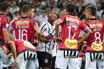 Elias chamado de macaco em jogo da Libertadores