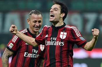 Giacomo Bonaventura festeja golo do AC Milan