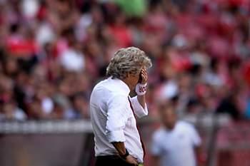 Treinador do Benfica lamenta não estar nomeado para Melhor Treinador do Mundo