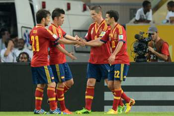 Spain's forwards David Silva, David Villa, Fernando Torres and midfielder Jesus Navas celebrate a goal against Tahiti during their FIFA Confederations Cup Brazil 2013 Group B football match, at the Maracana Stadium in Rio de Janeiro on June 20, 2013. AFP PHOTO / NELSON ALMEIDA