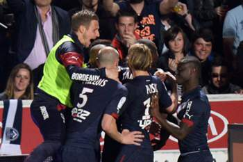 Bordeaux's players celebrates after scoring a goal during the French L1 football match between Girondins de Bordeaux (FCGB) and Marseille (OM) on April 12, 2015 at the Chaban-Delmas stadium in Bordeaux, southwestern France. AFP PHOTO / MEHDI FEDOUACH