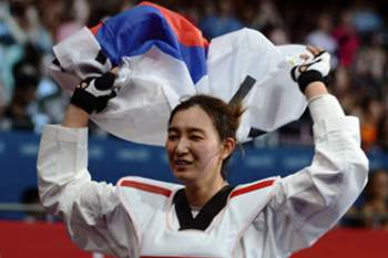 South Korea's Hwang Kyung Seon celebrates her victory over Turkey's Nur Tatar at the end of their women's taekwondo gold medal bout in the category under 67 kg as part of the London 2012 Olympic games, on August 10, 2012 at the ExCel centre in London. AFP PHOTO / TOSHIFUMI KITAMURA