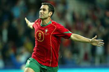 epa00551265 Portugal's Pauleta celebrates after scoring against Latvia during the World Cup 2006 qualification match at the Dragao stadium in Porto, Wednesday 12 October 2005. EPA/JOAO ABREU MIRANDA