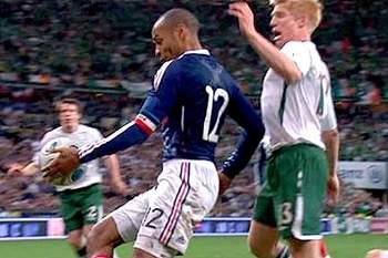 Polémica mão de Henry afastou a Irlanda do Mundial 2010.
