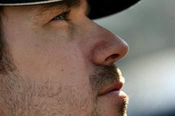 O piloto portuense foi penalizado devido ao toque no carro de um adversário na corrida anterior