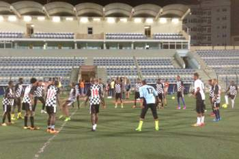 Jogadores do Boavista da Praia treinam no Estádio da Várzea.