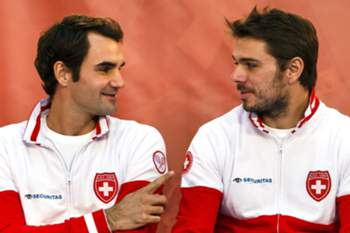 epa04496571 Players of the Swiss Davis Cup team, Roger Federer (L) and Stan Wawrinka during the drawing for the Davis Cup Final, in Lille, France, 20 November 2014. The Davis Cup World Group Final between France and Switzerland will take place in Lille from 21 to 23 November 2014. EPA/SALVATORE DI NOLFI