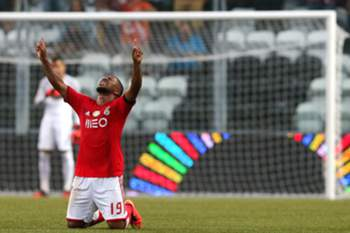 Benfica's Eliseu Santos celebrates after score the first goal against Boavista during their Portuguese First League soccer match held at Bessa stadium in Porto, Portugal, 24 August 2014.