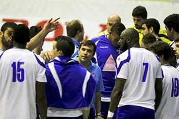 Pedro Alvarez com os jogadores de andebol do Belenenses
