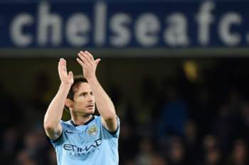 Manchester City's Frank Lampard thanks the Chelsea fans on his return to Stamford Bridge during the English Premier League soccer match Chelsea v Man City at Stamford Bridge in London, Britain, 31 January 2015.