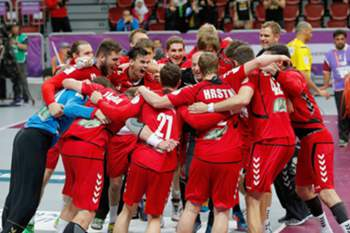 Czech players celebrate after winning the penalty shoot out of the Qatar 2015 24th Men's Handball World Championship President's Cup match between Belarus and Czech Republic at the Duhail Handball Sports Hall, Doha, Qatar, 27 January 2015. Qatar 2015 via