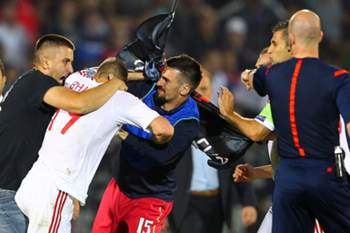 epa04446912 A brawl between players on the pitch before the UEFA EURO 2016 group I qualifying soccer match between Serbia and Albania is abandoned in Belgrade, Serbia, 14 October 2014.