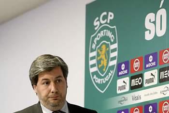 """Em entrevista a SIC, o presidente do Sporting defende que os """"le"""