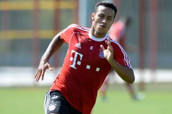Bayern Munich's new Spain midfielder Thiago Alcantara runs during the team training at the training's area of Bayern Munich in Munich, southern Germany, on July 17, 2013. AFP PHOTO/CHRISTOF STACHE