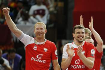 Polish players celebrate after winning the the Qatar 2015 24th Men's Handball World Championship bronze medal match between Poland and Spain at the Lusail Multipurpose Hall outside Doha, Qatar, 01 February 2015. Qatar 2015 via