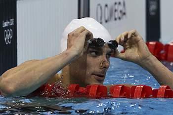 O nadador português Pedro Oliveira, no fim da prova de qualificação de natação dos 200 metros costa, nos Jogos Olímpicos em Londres, Inglaterra, 01 de agosto de 2012. O nadador português Pedro Oliveira falhou hoje o apuramento para as meias-finais dos 200 metros costas dos Jogos Olímpicos Londres2012, apesar de ter selado o primeiro recorde nacional na capital inglesa.