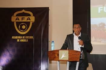 Miller Gomes fala no Fórum sobre Futebol e Liderança