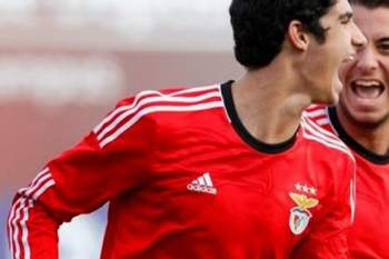 Avançado de 17 anos do Benfica é cobiçado por vários gigantes europeus.