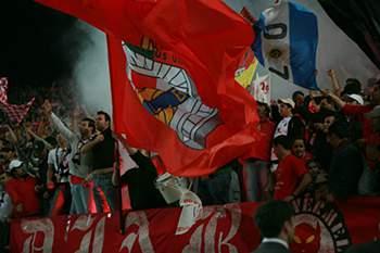 Sporting exige imagens das claques do Benfica na Luz