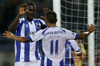 FC Porto's Jackson Martinez (L) and Cristian Tello celebrate after scoring against Arouca during the Portuguese First League soccer match at Municipal de Aveiro stadium in Aveiro, Portugal, 25 October 2014. ESTELA SILVA/LUSA