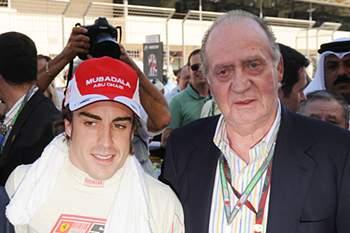 O rei Juan Carlos com o piloto da Ferrari em 2010.