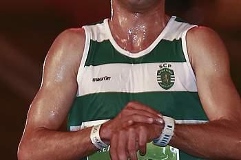 O atleta sportinguista Hermano Ferreira corta a meta da São Silvestre de Lisboa, Portugal, 27 de dezembro de 2014. Hermano Ferreira cortou a meta no primeiro posto do setor masculino, alcançando a terceira vitória na prova.