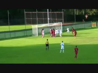 José Gomes faz magia nos sub-17