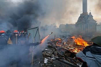 Braçadeiras negras e minuto de silêncio no Dnipro-Tottenham