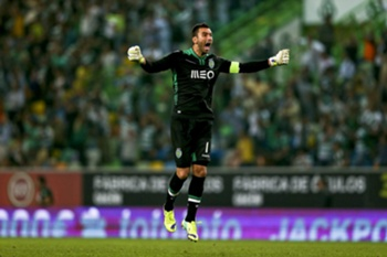 epa04419312 Sporting's goalkeeper Rui Patricio celebrates a goal against FC Porto during their Portuguese First League match held at Alvalade Stadium in Lisbon, Portugal, 26 September 2014. EPA/JOSE SENA GOULAO
