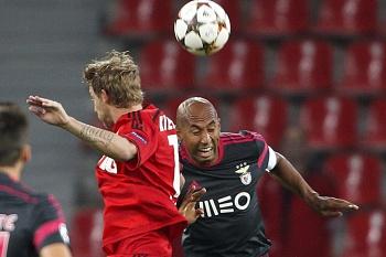 Son Min faz o 2-0, Benfica em maus lençóis
