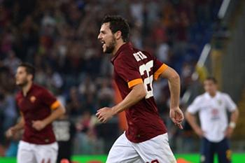 Mattia Destro celebra golo frente ao Hellas Verona
