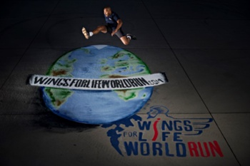 Colin Jackson, de Inglaterra, é o diretor internacional do Wings for Life