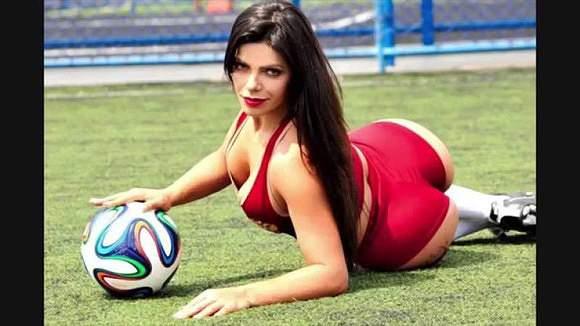 Ex-miss bumbum é fanática pelo Barça