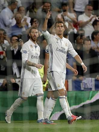 Craque português apontou hat-trick