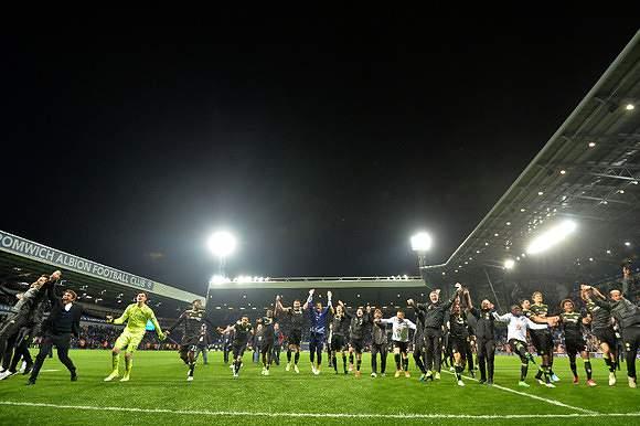 Chelsea é campeão de Inglaterra 2016/2017