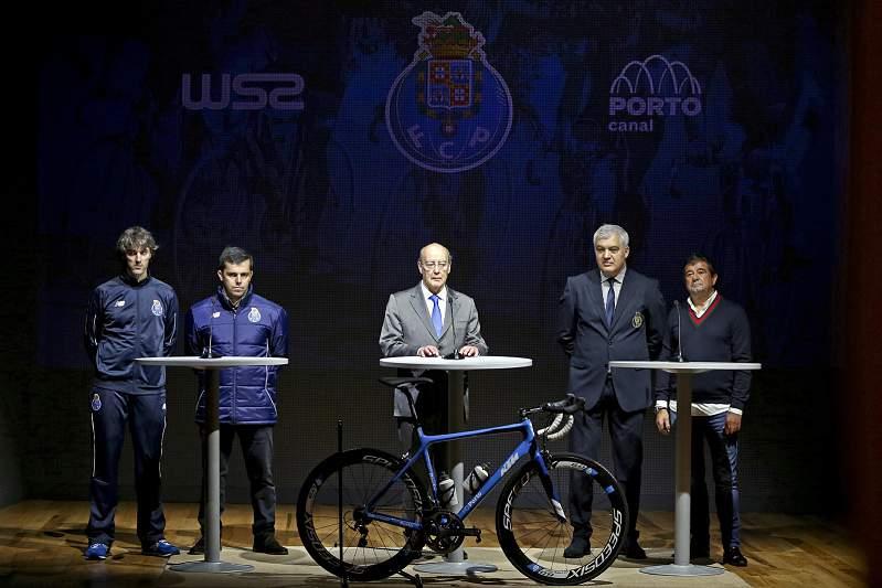 Pinto da Costa apresenta a equipa