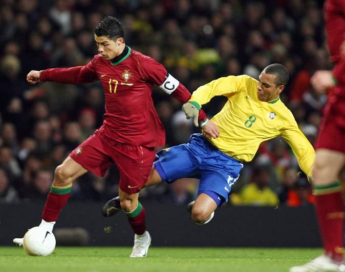 Primeiro jogo como capitão de Portugal (06/02/07)