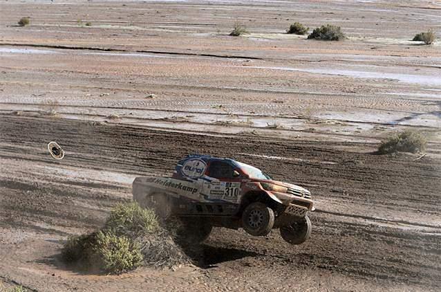Erik Van Look salta com o seu carro
