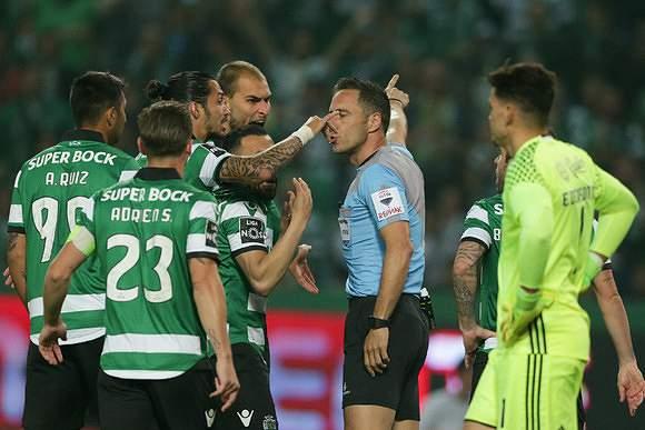 Sporting protesta com Artur Soares Dias