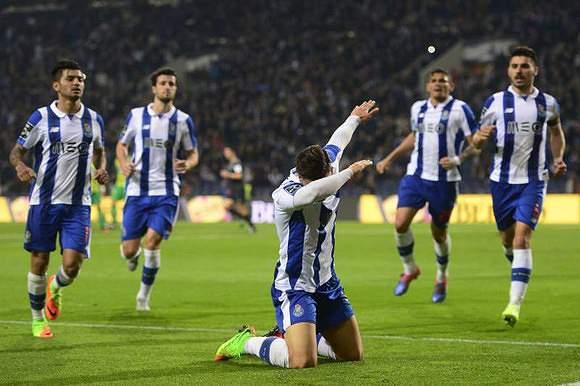 1.61 - FC Porto (572 golos/355 jogos)