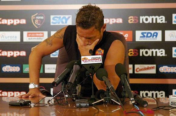 Em lágrimas, no adeus a seleção italiana