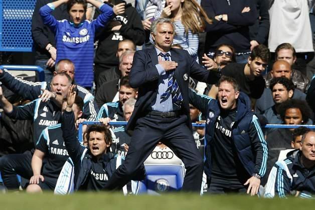 Maio: Chelsea de Mourinho sagra-se campeão