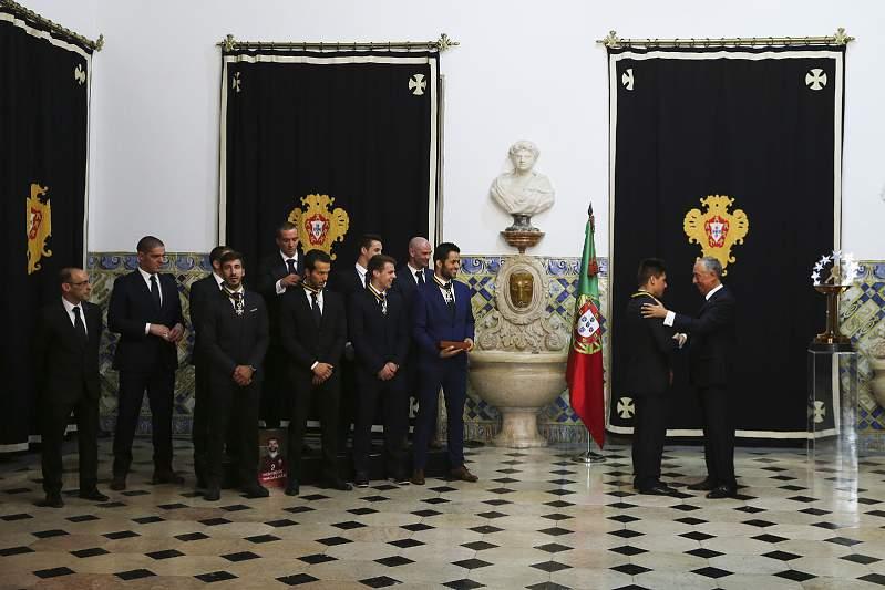 Marcelo condecora seleção de hóquei